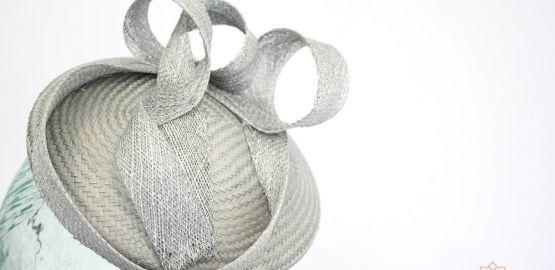 Tocado gris perla