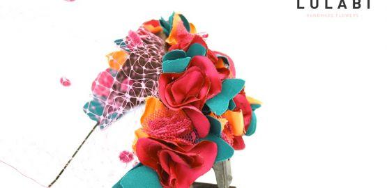 Diadema con flores y tul
